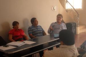 Alberto Lucero (d), miembro de la Comisión Redactora, y otros miembros de FSP