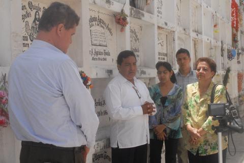 El presidente de la Fundación Símbolos Patrios, Flavio Zúñiga (c), recordó la trayectoria de César Pérez Moscoso.