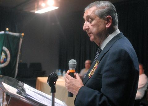 Guillermo Villacrés Smith, galardonado con la presea César Pérez Moscoso, en el discurso de agradecimiento.