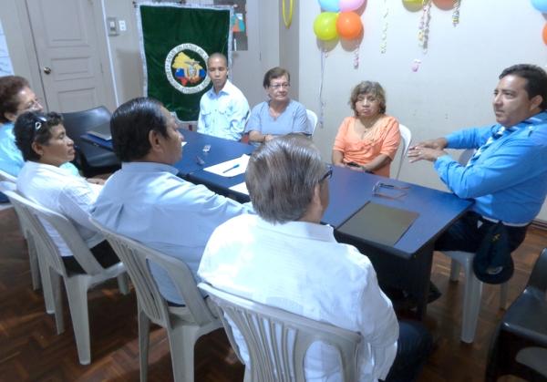 El presidente de Símbolos Patrios, Flavio Zúñiga (d), en el mensaje a los integrantes de la Asamblea.