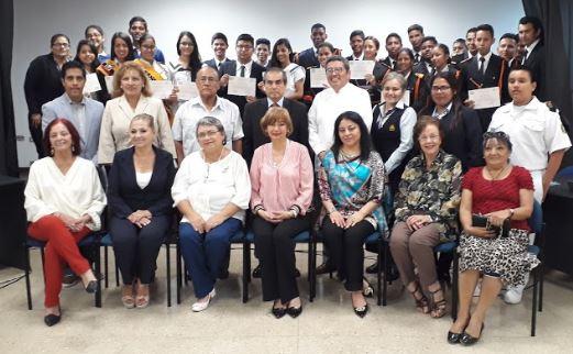 Participantes en el conversatorio por el Día del Himno Nacional.